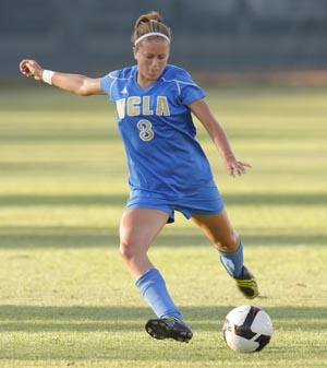 womens college soccer player